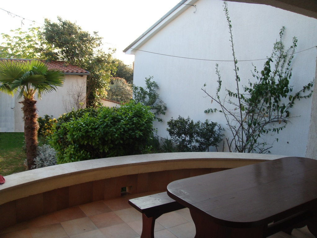 second big 20m2 terrace with garden view